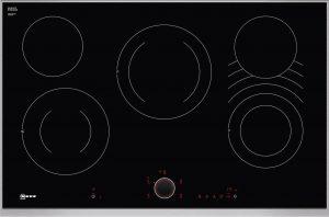 Bedienung:   TwistPad® Fire   Flexibilität:   1 CombiZone  2 Zweikreis-Kochzonen   Ausstattung:   Powerstufe für Töpfe  Bratsensor mit 5 Temperaturstufen  17 Leistungsstufen  Digitale Anzeige der Kochstufen  2-stufige Restwärmeanzeige je Kochzone  Laufzeitanzeige  Count up Timer  Kurzzeitwecker  Wischschutzfunktion  Automatische Sicherheitsabschaltung  Kindersicherung  Warmhaltefunktion für alle Kochzonen  Energieverbrauchsanzeige  Kochfeldbasierte Haubensteuerung (mit passender Haube)   Design:   80 cm breit  Designrahmen in Edelstahl   Technische Information:   Gerätemaße: (B/T) 826 mm x 546 mm  Einbaumaße: (H/B/T) 43 mm x 780 mm x 500 mm  min. Arbeitsplattenstärke: 20 mm  Kochzonen: 1 x Ø 120/210 mm
