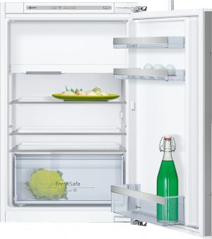 Ausstattung:   Flachscharnier  LED Beleuchtung   Kühlteil   Kühlraum: 109 l Nutzinhalt  3 Abstellflächen aus Sicherheitsglas